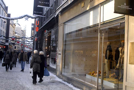DENMARK / COPENHAGEN Tough streets are deocrated with christmas lights stars and hearts  but this Heavy cold snow winter taking toll on Christmas shoppers on stroegt snow ahs tunr into slushed and  shoppers slipped and fell on snow 21 Dec. 2010    Stock Photo - 8477521