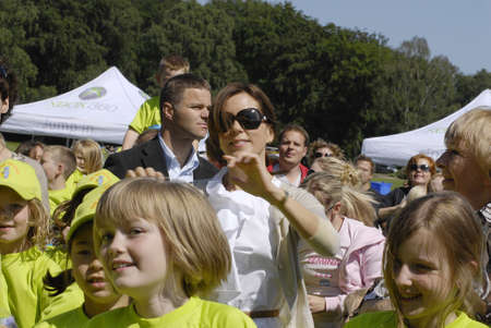 fond: K�BENHAVNCOPENHAGENDANMARK DENMARK.  H.R.H. Crown ary Fond and danish save the children arranged event children run and mary giving medals to runners at event, mary arrives and  was welcome by save the children general secretary  Mimi  Stilling Jokobse
