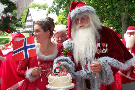 Santas Annual Congress at Bakken July 23-25,2001Two Sants from Norway Got Civil Marriage-Wedding ceremony of grom BENT LOENRUSTEN &Bride MONICA MYHRE from NORWAY,Lordmayer Kai Oenskov preformed marriage ceremony in open at BakkenKlampenborg norther of Co Stock Photo - 8502156