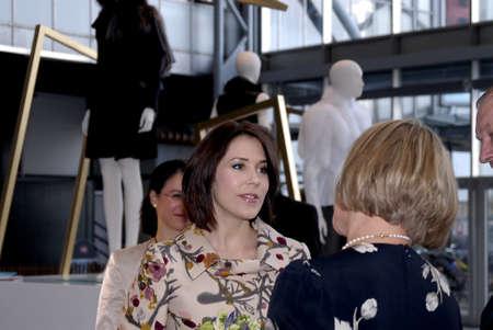corona de princesa: Princesa Mary visite CIFF-Copenhague moda Feria Internacional (semana de la moda de Copenhague) y visita la exposici�n de la piel de Copenhaguen y visite se ubica a Bella Ceneter Copenhague Dinamarca el 11 de febrero de 2007       Editorial