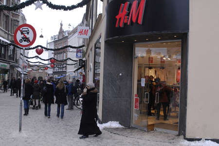 shoppings: DENMARK  COPENHAGEN . Shopper looking after after christmas sale and use their christmas gift cards 28 Dec. 2010