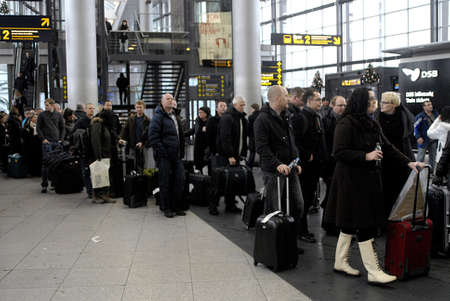 strangler: DENMARK  COPENHAGEN_  Travellers  standing in line and arrival at Copenhagen International Airport ,danes those are stock in Copenhagen for vacations in spain are able to travel and those strangler in spain are arriving at Copenhagen International  Airpo