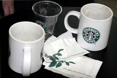 kastrup: KASTRUPCOPENHAGENDENMARK _ Starbucks coffee bar at Copenhagen Kastrup  International Airport logo and coffee cups 27 Jan.2011         Editorial