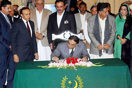 e 27: ISLAMABAD PAKISTAN.  President Asif Ali Zardari signing the document of changing the status of Kala Dhaka of Khyber Pakhtunkhwa from a Provincially Administered Tribal Area (PATA) to that of a settled area here at the Aiwan-e-sadr on January 27, 2011.    Editorial