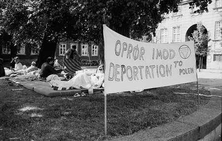 seekers: DENMARK  COPENHAGEN_  (HITORIC FILE IMAGES)polish asylum seekers asking danish government not to deport to Poland to polish dictorship protesting infront of danish parliament christiansborg in  June 1988