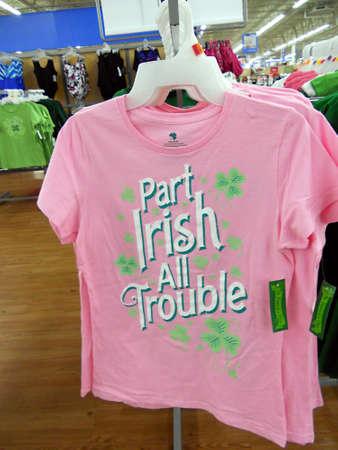 walmart: Frutas y CLARKSTONWASHINGTON estado USA _shoppers walmart y st.patrick t.shirt elementos Feb.2011 22
