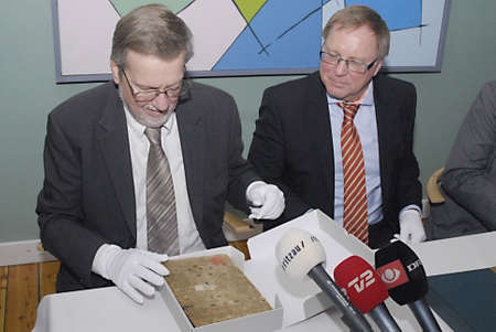 DENMARK  COPENHAGEN _ Juteland law return back from Sweden after 300 years ,from left Per Tig Moller danish minister for culture and sport ,midlle Gunner Sahlin National Libration,Cheif Excutive and Erland Kilding Nielsen director general the ropayl libr
