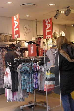 hm: DENMARK  COPENHAGEN _Consumers at sale at hennes & Mauritz H&M  8 April 2011