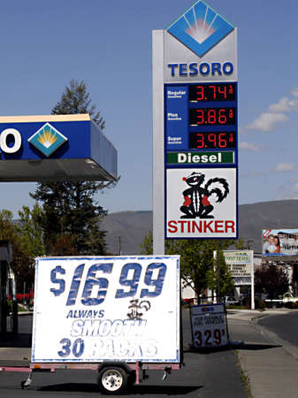 LEWISTON/IDAHO STATE /USA _ High gas price in united state and these days national debate high gas price , price board at Tessoro gas station 4 June 2011  Stock Photo - 9466041
