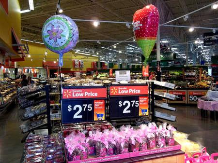 walmart: CLARSTON WASHINGTON STATE  Shoppers atWalmart and Walmart cashier 4 May 2011.