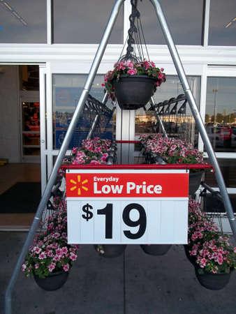 walmart: CLARSTON  estado de WASHINGTON  compradores atWalmart y Walmart cajero 4 de mayo de 2011.
