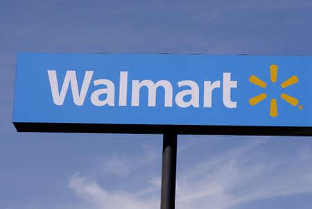 walmart: LEWISTONIDAHO estado USA _ Billboard Walmart de actualmente almacenar 12 de mayo de 2011   Editorial