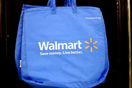 walmart: MISSOULA _ _ Walmart supercneter de estado de MONTANA en Missoula Montana 16 puede 2011        Editorial