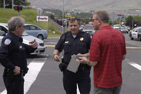 LEWISTONIDAHO STATE USA _ Minor auto accident  police talking to man from one of auto 10 June 2011