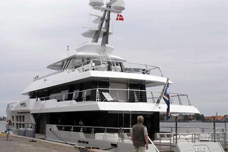 super yacht: Danimarca  COPENHAGEN _ Big yacht anatra pesce amalia kaj a Copenaghen Danimarca Editoriali