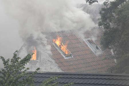 KASTRUP/COPENHAGEN/DENMARK _  A villa house is on fire in Kastrup 7 August 2011     Stock Photo - 10185914