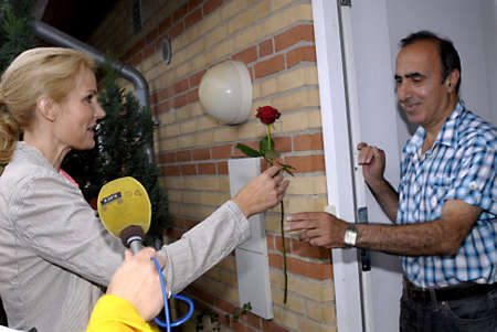 polictics: DENMARK  COPENHAGEN _Danish general parliament elections 2011 _ Helle Thorning-Schmidt leader of social democrat and prime minister candidate for red block distribute red rose syble social democrat knocking at Iranian immigrant(danish) Alireza Sammak fam Editorial