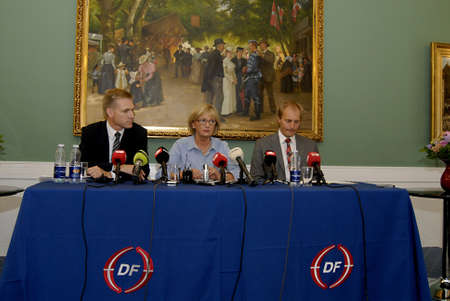 pert: COPENHAGEN _DENMARK.   Kristian Thulesen Dahl (R) leader o Danish people party Pia Kjaersgaard(C) and Peter Skaarup(L) hold press conference high light their politic police about immigranttions and immigrants and other,Elections compagin press conference