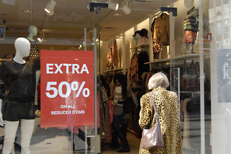2 50: DENMARK  COPENHAGEN _Consumers at 50% disocunt sale at swedish store H&M Hennes & Mauritz 2 Sept. 2011