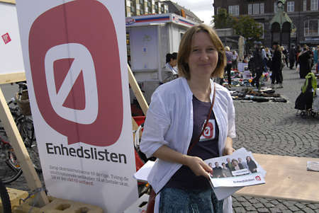 DENMARK  COPENHAGEN _ Danish equility people party (enhedslisten)valunteers�workers on road elecions compaign spread message their party on christianshavn torv 10 Sept. 2011