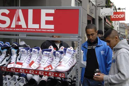 adidas: Denemarken  COPENHAGEN _ Duitse Adidas en Nike schoeisel te koop 5 Oct.2011 Redactioneel