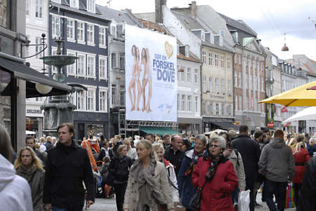 DENMARK  COPENHAGEN _ Consumers with shopping bags and crowd and billboard models on Dove billboard at stroeget 8 Oct. 2011