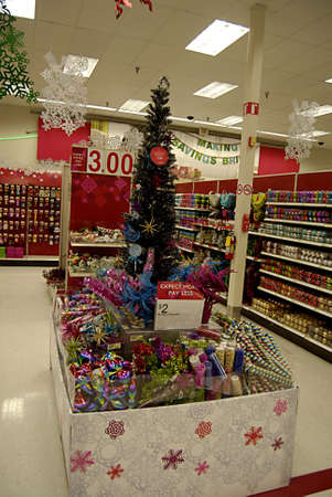 eonomy: USAWASHINTON STATE KENNEWICK_Target has decorated for christiamas sale consumer at target for christams shopping 17 Nov. 2011