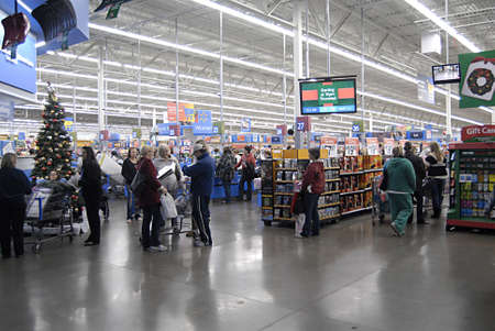 USA/WASHINTON STATE/ CLARKSTON_After thanks giving Black friday shoppers with thier favority goods at Wal-Mart(Walmart)on thanks giving evening on 24 Nov. 2011       Stock Photo - 11302654