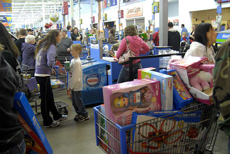 USA/WASHINTON STATE/ CLARKSTON_After thanks giving Black friday shoppers with thier favority goods at Wal-Mart(Walmart)on thanks giving evening on 24 Nov. 2011         Stock Photo - 11302644