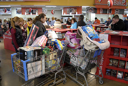 USA/WASHINTON STATE/ CLARKSTON_After thanks giving Black friday shoppers with thier favority goods at Wal-Mart(Walmart)on thanks giving evening on 24 Nov. 2011      Stock Photo - 11302650