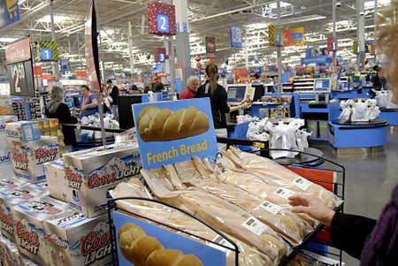 walmart: EE.UU.  ESTADO DE IDAHO  LEWISTON _ Viernes Negro compradores en Walmart (Wal-Mart) 25 de noviembre 2011 Editorial