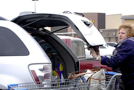 walmart: USAWASHINGTON STATE CLARKSTON _Shoppers at   Walmart ( Wal_mart ) store 12 Dec. 2011        Editorial