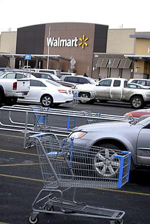 walmart: USAWASHINGTON STATE CLARKSTON _Shoppers at   Walmart ( Wal_mart ) store 12 Dec. 2011