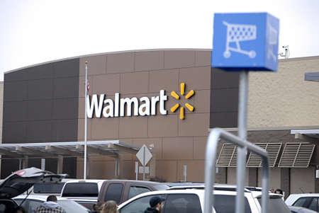 walmart: EE.UU.  ESTADO DE WASHINGTON  CLARKSTON _Shoppers en Walmart (Wal_mart) tienda de 12 de diciembre 2011