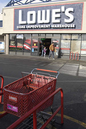 polictics: USAWASHINGTON STATE SPOKANE_Lowes Home Improvement Varehouse  American shoppers with shopping  goods at Lowes home improvement warehouse  18 Dec. 2011 Editorial
