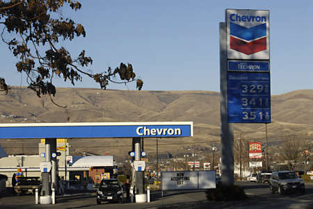 polictics: USAIDAHO STATE LEWISTON _ Gasoline Chevron gas station show price tag less expensive few cents today 21 Dec. 2011