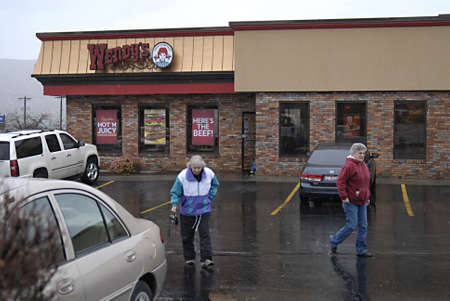 polictics: USAIDAHO STATE LEWISTON _Wenndys burger fast restaurant chain was started by Dave Thomas  over 6.600 restaurant aroudn the world 28 Dec. 2011         Editorial