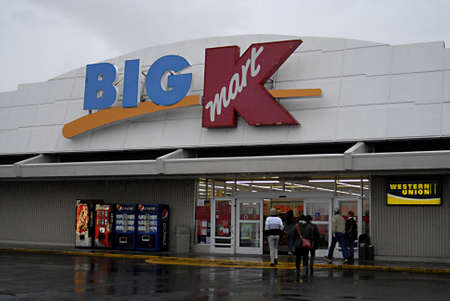 polictics: USAIDAHO STATE LEWISTON _American consumers entring in Big Kmart store according to meda report Kmart will close some store 28 Dec. 2011    Editorial