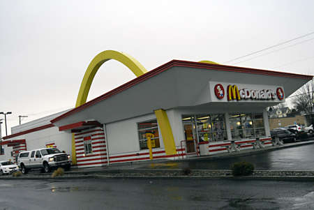 mcdonalds: USAIDAHO STATE LEWISTON _McDonalds fast food burger Restaurant 28 Dec. 2011      Editorial