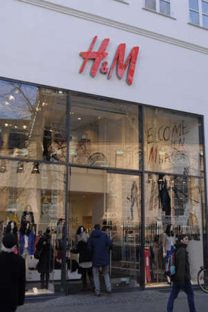 hm: COPENHAGENDENMARK _Consumers entering Swedish Chain store H&M Hennes & Mauritz on stroeget today on monday 19 Marchy 2012      Editorial