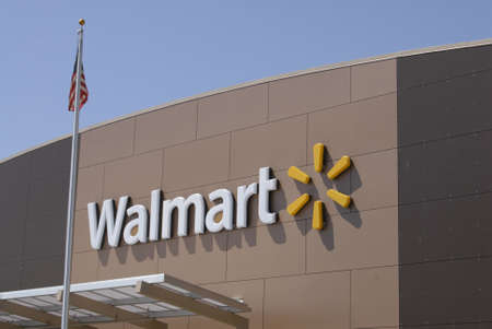walmart: CLARKSTONWASHINGTON STATE USA _  Ameerican consumers way to Wal-mart store today on 7 May 2012