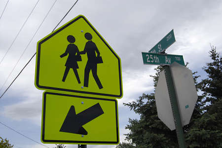polictis: LEWISTONIDAHO STATEUSA _pedestrain crossing sign 16 May 2012