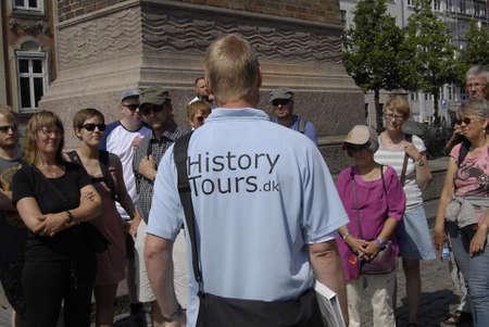 guia turistico: COPENHAGUE  DINAMARCA _ Hombres gu�a tur�stico historia dir� hiostry a la historia danes tourests 28 de julio 2012