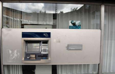 altogether: KASTRUPCOPENHAGENDENMARK _ Danske bank closed bank branch at kastruplundgade  bank has plnae to closed 70 branchs altogether 22 August 2012