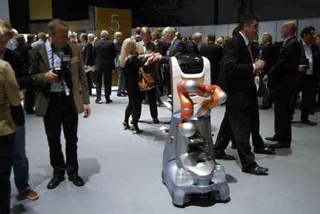 talking robot: COPENHAGUE  DINAMARCA _ Caminando y hablando Robot en DITOP Meeting2012 el 25 de septiembre 2012