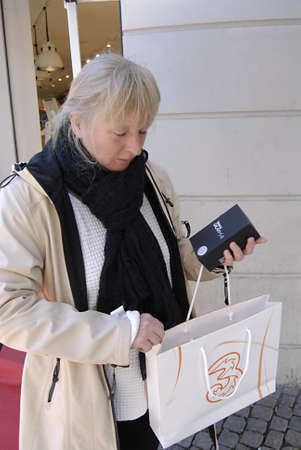 COPENHAGEN/DENMARK _Female show me samsung galaxys lll she bought at 3 cellphone shop , Samsung Galaxys lll good bargain smartphone 1 danks kroner less then 25 cents and 199.00 danish kroner for monthly including internet  female shows the samsung galaxy  Stock Photo - 15740052