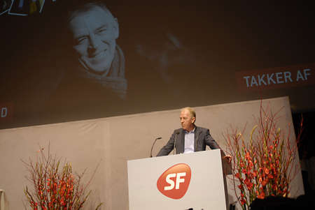sf: COPENHAGENDENMARK _  Villy Sovndal Danish minister for foreign minister for affairs and Former SF danish socialist folke party chaairman holds his farewell speach at SF conventuion in Copenhagen, newly elected SF charimwoman Annette Vilhelmsen today on 1 Editorial