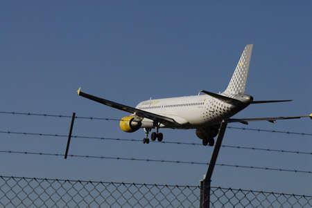 ediroial: Copenhagen  Denmark.Vueling com aereo atterraggio ay Kastrup di Copenaghen aeroporto internazionale gestito modo tdoay 30 ottobre 2012