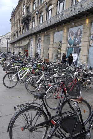 ediroial: Copenhagen  Danimarca. biciclette biker e cycyle in Danimarca 2 Novembre 2012