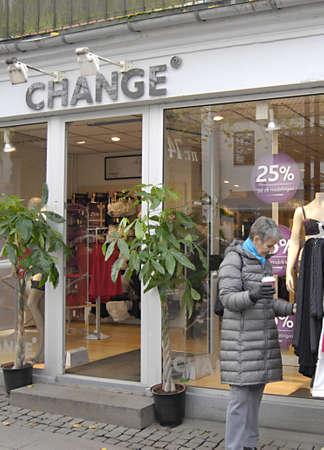 fakta: Copenhagen  Denmark._Danish economy is in crisis and danes are not spening mych money shopping 2 Nov. 2012            Editorial